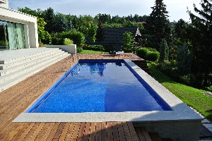 Concrete pools with glassmosaic or tiled surface